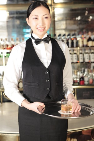 lounge bar: Waitress to stand at the counter