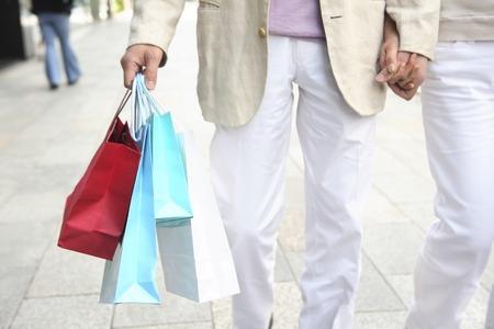 los seres vivos: Couple image for the shopping