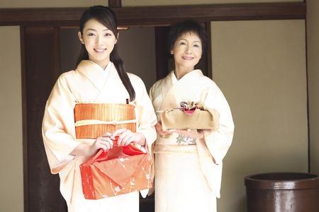 doings: 2 go kimono woman