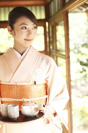 doings: Kimono woman carrying a tea