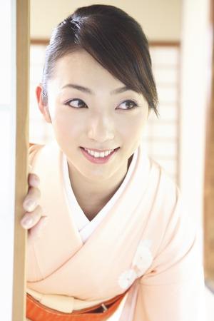 sliding door: Kimono woman to open the sliding door