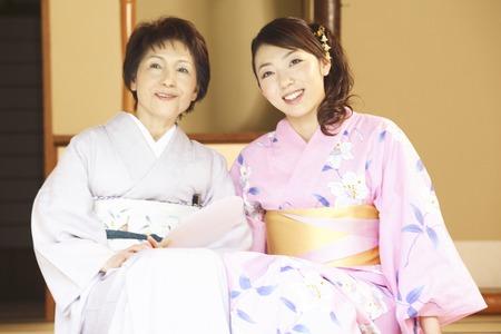doings: Mother and daughter wearing a yukata wearing a kimono