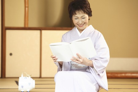 doings: Senior woman reading