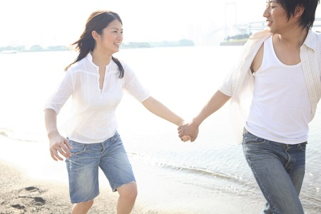 play date: Couple that runs the beach