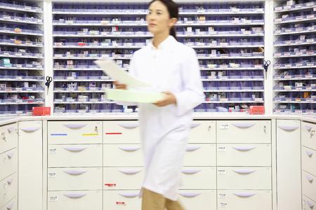 dispensary: Pharmacist to walk a dispensary