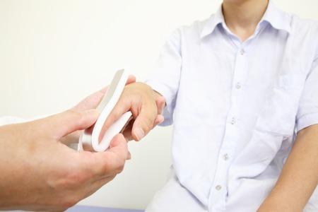 splint: Hand of the doctor to fix the fracture of finger splint