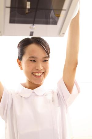 woman engineer: Woman engineer dealing with X-ray equipment