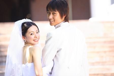 groom, bride to turn around