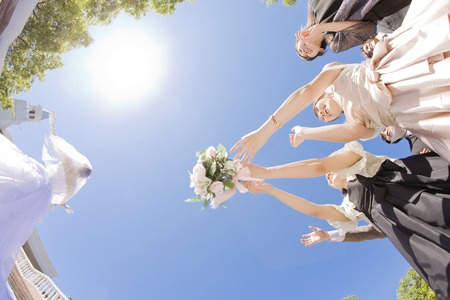 to toss: Bouquet toss scene Stock Photo