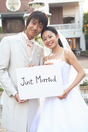 Groom-bride with a message board 스톡 콘텐츠