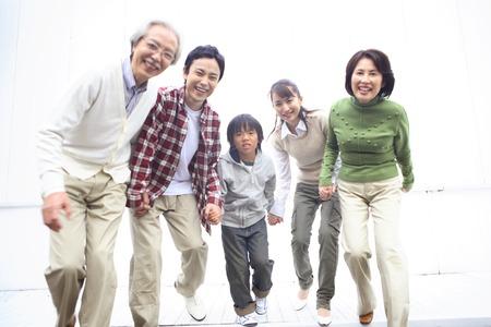 実行中の 3 世代家族を開始するには