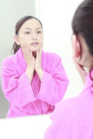 oriental bathrobe: Women for their skin in the sink