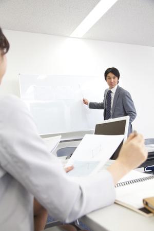 OL と会議室でのビジネスミーティング 写真素材 - 39590085