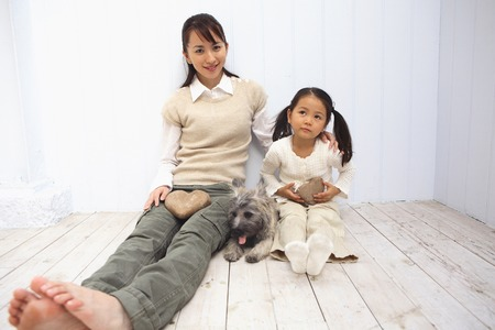 Portrait of mother and child and the dog 免版税图像