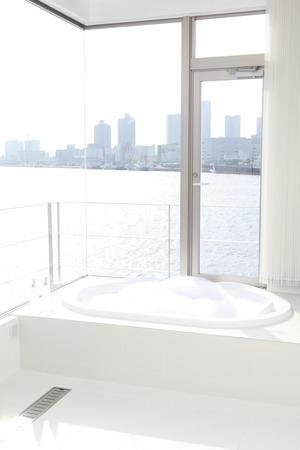 ガラス張りのお風呂 写真素材