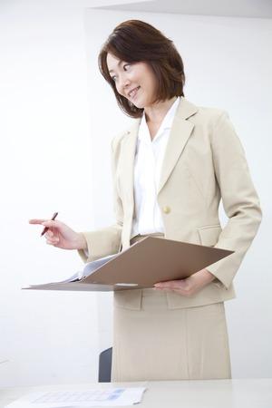会議室での会議に OL 写真素材 - 43663801