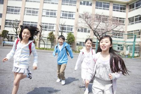 네 초등학교 학생들은 학교에서 집에