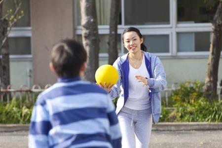 dodge: Elementary school boys and female teachers for the Dodge ball