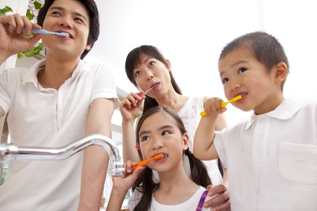 歯磨き粉の家族 写真素材