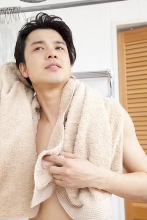 bath towel man: Men wipe the body with a towel