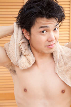 bath towel man: Men wipe the hair with a towel