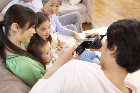 3 generations: Father to shoot the family Biokamera