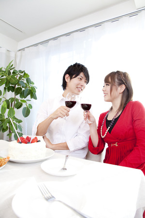rollick: Couple toasting with wine