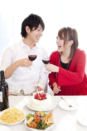 resound: Couple toasting with wine