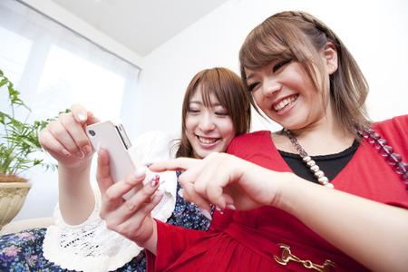 resound: Women see the Smartphone