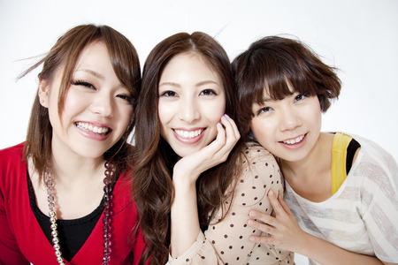 resound: The smiling women