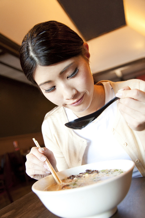 Female customers who eat ramen