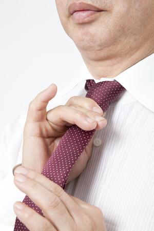 Men tighten the tie Standard-Bild