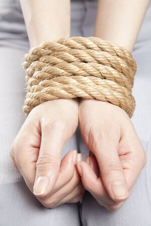 restraint: Hand to be bound by rope