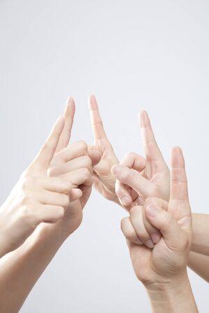 dedo indice: Mano levantó su dedo índice Foto de archivo