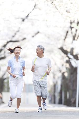Senior paar jogging