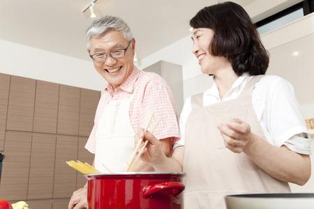 料理のカップル