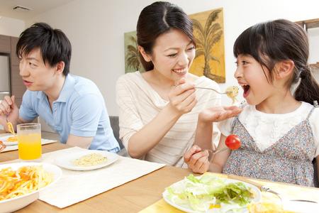 Parent-child meal Banque d'images