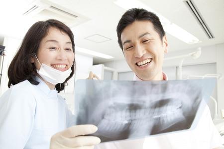 described: Dentist described in X-ray to a patient
