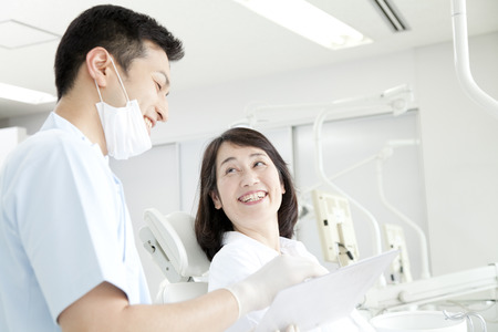 Dentist and women to counseling