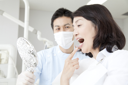 Women who undergo dental treatment 版權商用圖片 - 39903508