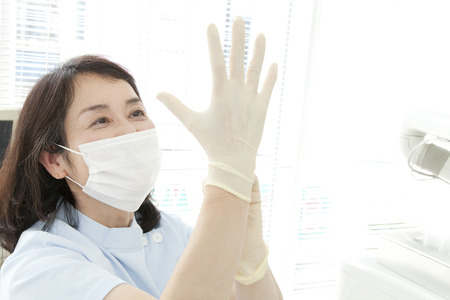 Dentist to fit the rubber gloves 版權商用圖片