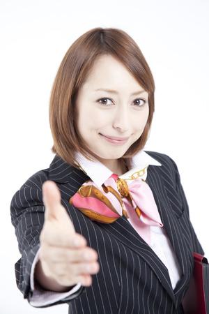 握手ビジネスウーマン