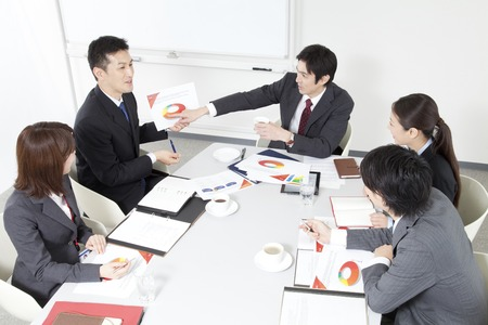 Tijdens een vergadering van zakenlieden en OL
