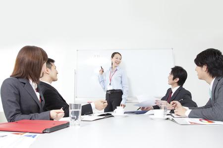 ビジネスマンや OL の会議中に 写真素材 - 39922649