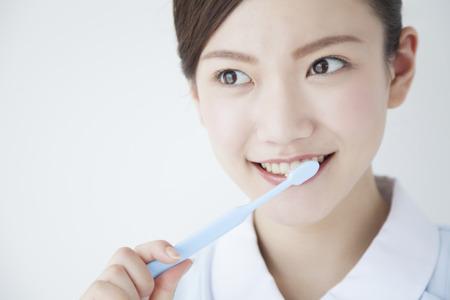 Hygiéniste dentaire se brosser les dents Banque d'images - 43740792