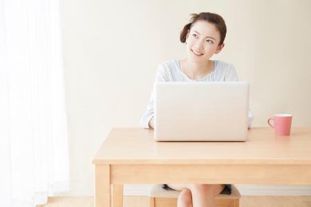 Women working with laptop Stockfoto