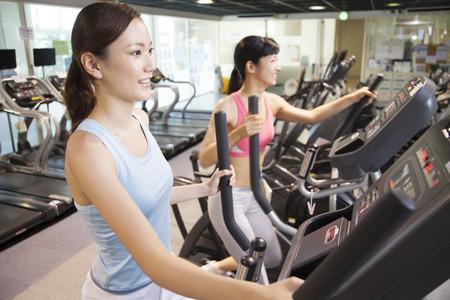 Ženy cvičit v tělocvičně