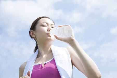 rehydration: Women who drink mineral water