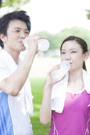 pals: Men and women who drink mineral water