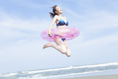 Woman to jump with a inner tube